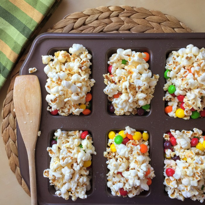 Rebound The Rainbow: Kettle Corn Skittles Bars! © www.roastedbeanz.com #SkittlesTourney #ad #collectivebias #shop